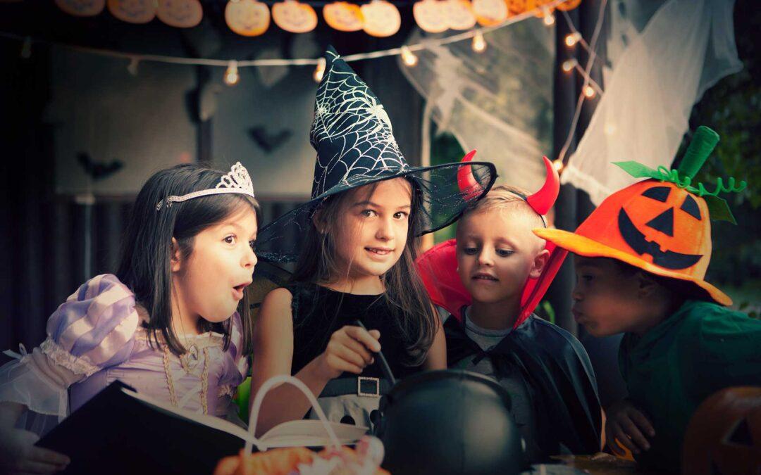 Halloweendräkter och halloweendekoration